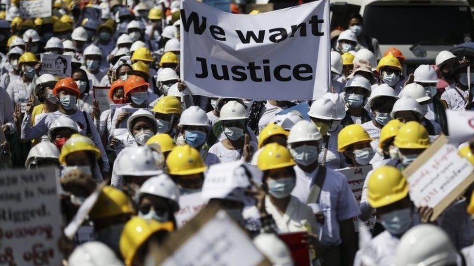 متظاهرون في ميانمار