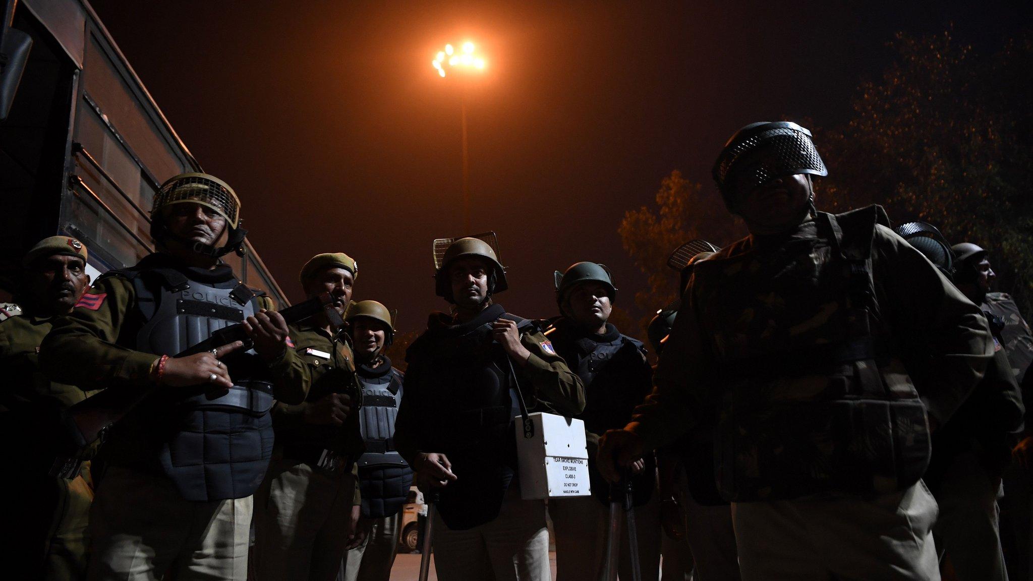 दिल्ली के हिंसाग्रस्त इलाकों में बुधवार भी बंद रहेंगे स्कूल : आज की पांच बड़ी ख़बरें