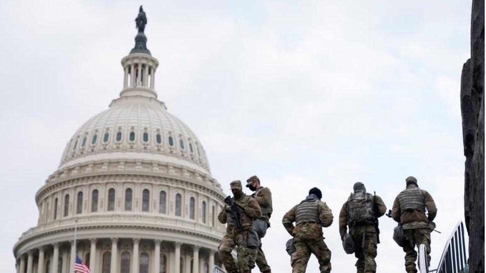 Pengawal Garda Nasional di seputar Gedung Capitol.