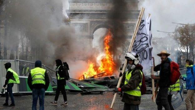 Demonstrasi Tolak Kenaikan Harga BBM, Picu Kerusuhan Besar Di Prancis
