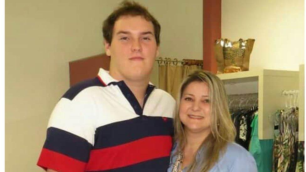 'A descoberta que me confortou após perder meu filho médico, aos 26 anos, para a covid-19'