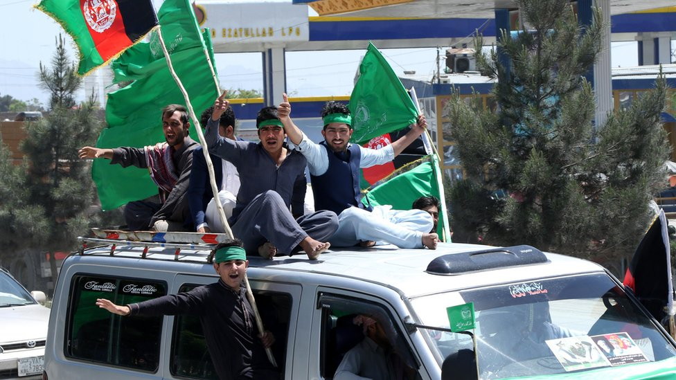 Supporters of Gulbuddin Hekmatyar, a former warlord and leader of Islamist organization Hezb-e-Islami, arrive with Hekmatyar convoy from Jalalabad, in Kabul, Afghanistan, 04 May 2017
