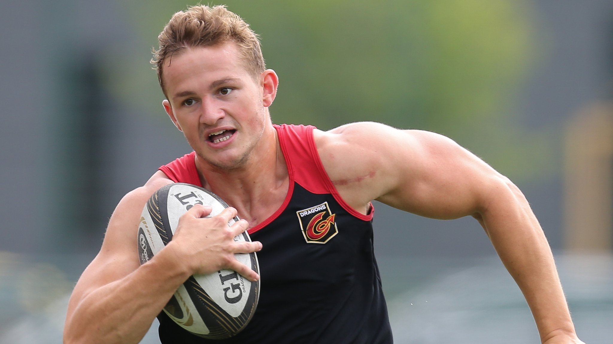 Hallam Amos: Wales wing to join Cardiff Blues from Dragons
