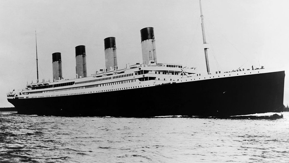 El Titanic, navegando el océano