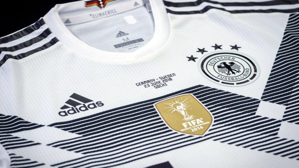 Camiseta de Adidas.