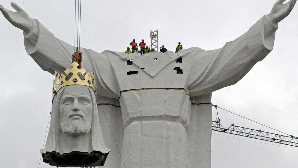 """Verovanje u """"Velike Bogove"""" omogućilo je formiranje društava sastavljenih od stranaca"""