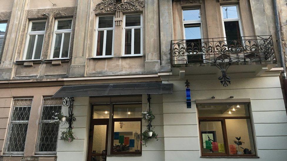 Пластик проти дерева: як у центрі Львова борються зі склопакетами