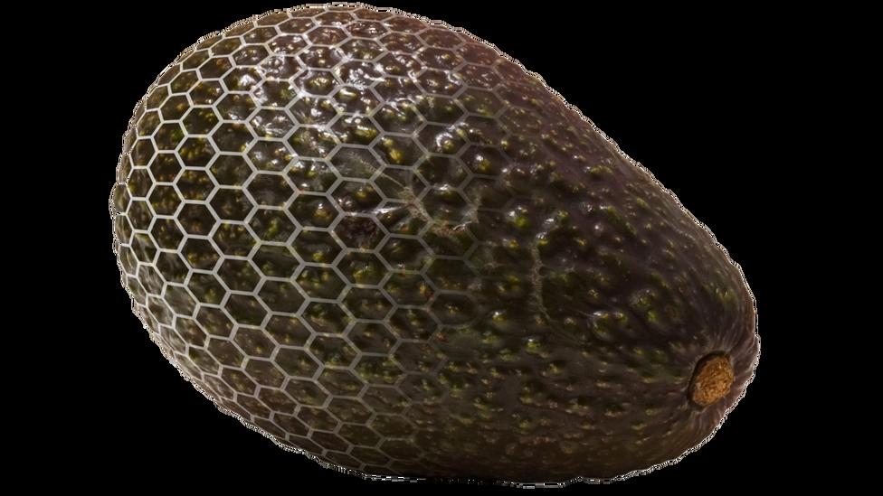 Así es la piel orgánica que protege a los aguacates, aunque es invisible al ojo humano.