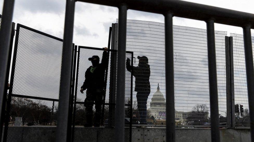 美國當局在華盛頓多處架起圍欄,防範暴力衝擊。