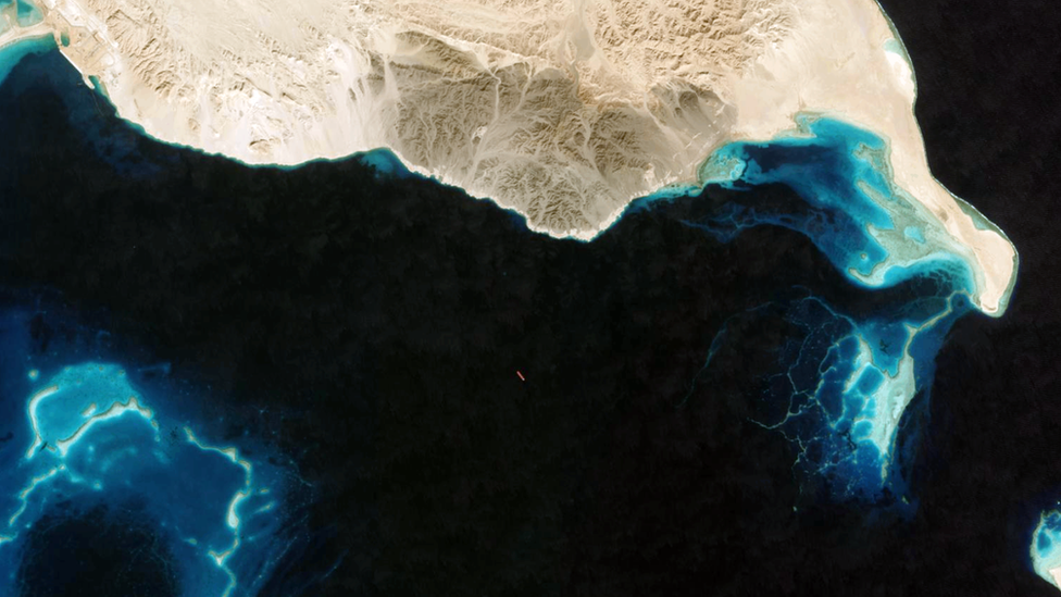 Un satélite identifica a un petrolero que apagó su sistema de rastreo AIS en la costa de Egipto.