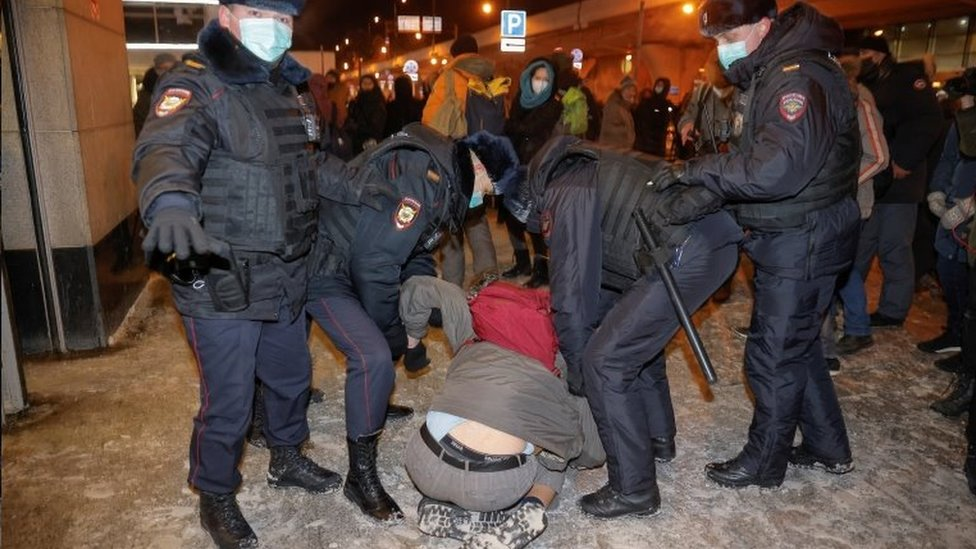 الشرطة الروسية تعتقل عدداً من مناصري نافالني