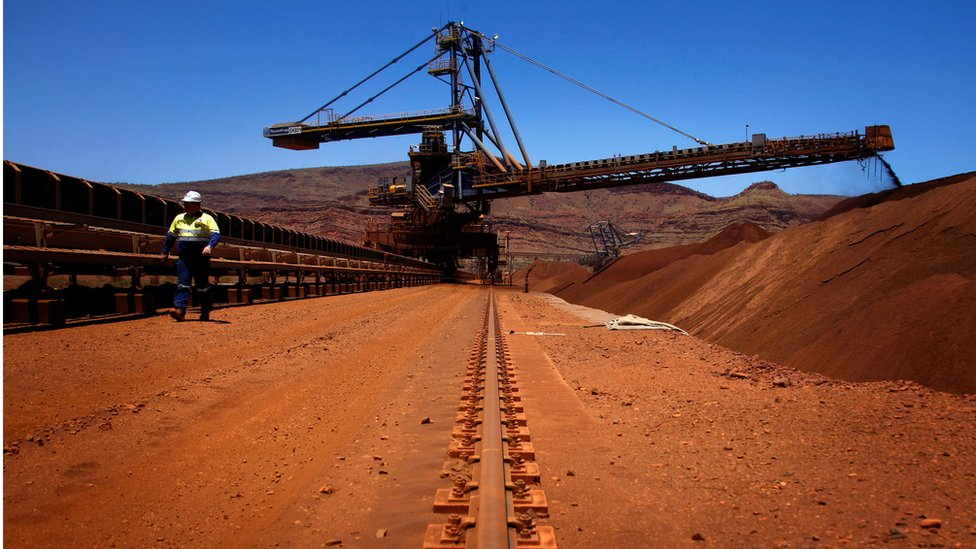 根據澳洲西太平洋銀行的估算,中國從澳洲入口六成的鐵礦資源,兩成則來自巴西。澳洲每年向中國運送9億噸的鐵礦石。