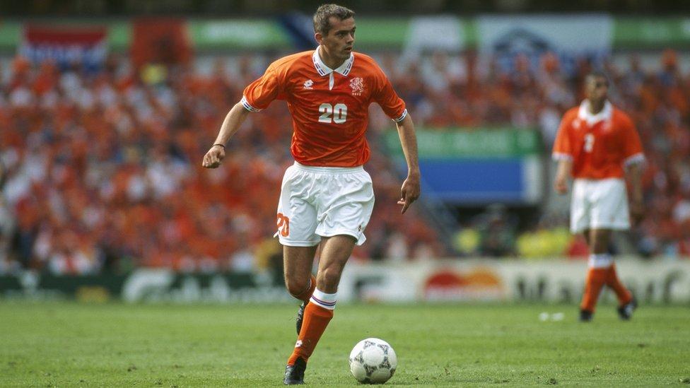 Cocu, PSV'ye transfer olduktan sonra 1996 Avrupa Şampiyonası'nda Hollanda formasıyla