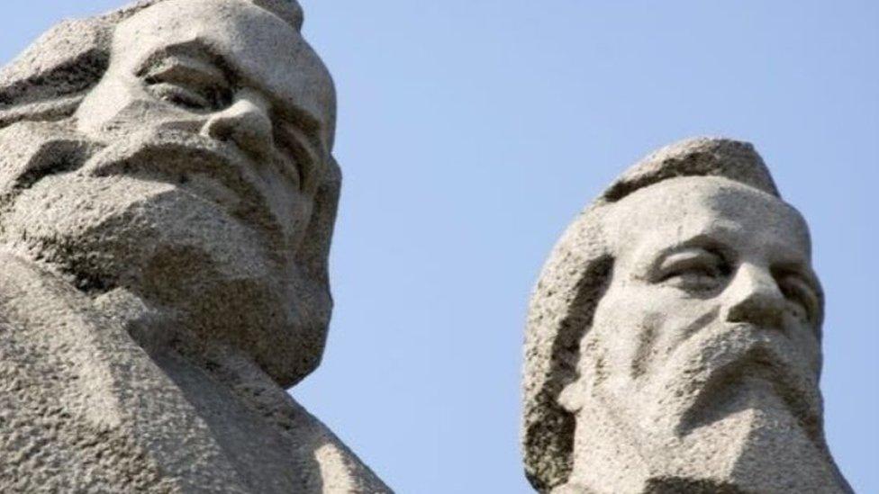 Spomenik Marksu i Engelsu u Šangaju
