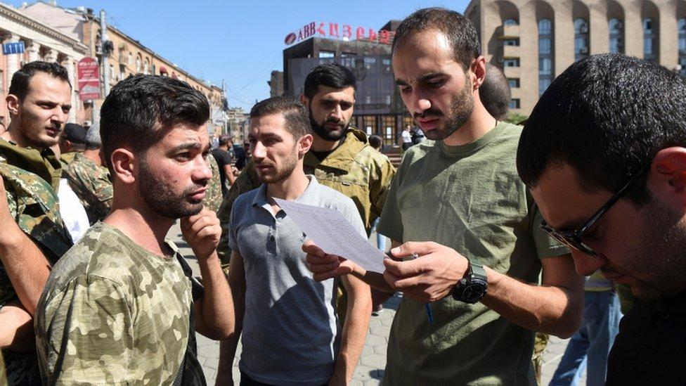 Reunión de reclutamiento para las fuerzas armadas armenias