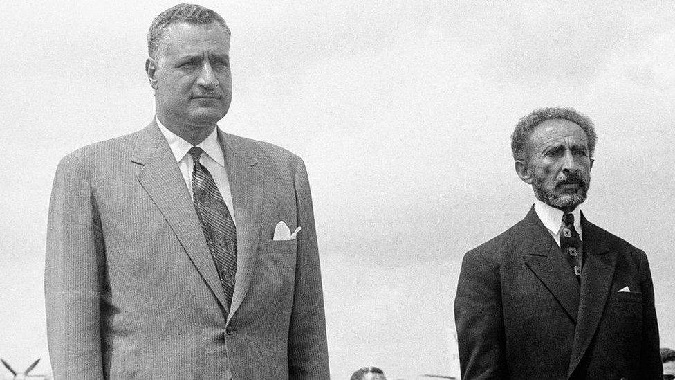هايلا سيلاسي امبراطور إثيوبيا (على اليمين) والرئيس المصري عبد الناصر.