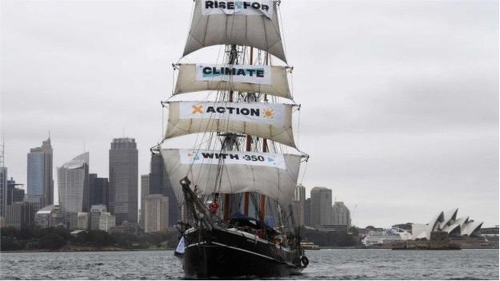 Корабель-парусник у Сіднейській гавані
