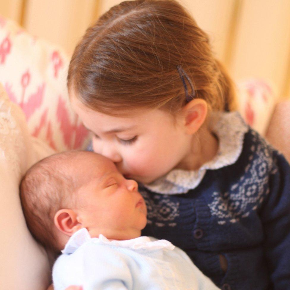 El príncipe Louis y la princesa Charlotte