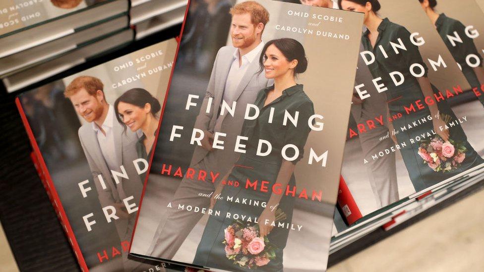 "Carátula del libro ""Finding Freedom"""