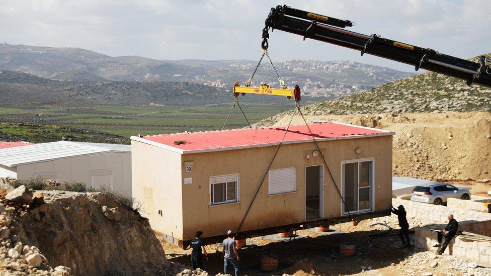 بناء منزل في مستوطنة في الضفة الغربية