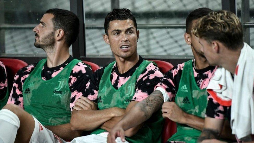قضى رونالدو زمن المباراة بالكامل على مقعد البدلاء