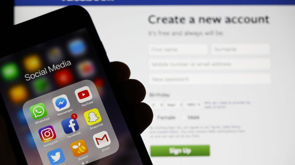 تطبيقات التواصل الاجتماعي على الهواتف الذكية