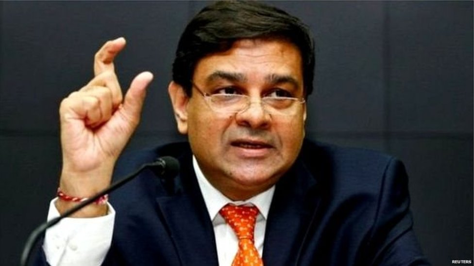 RBI के पास 'ज़रूरत से ज़्यादा' पैसे होने का सच क्या