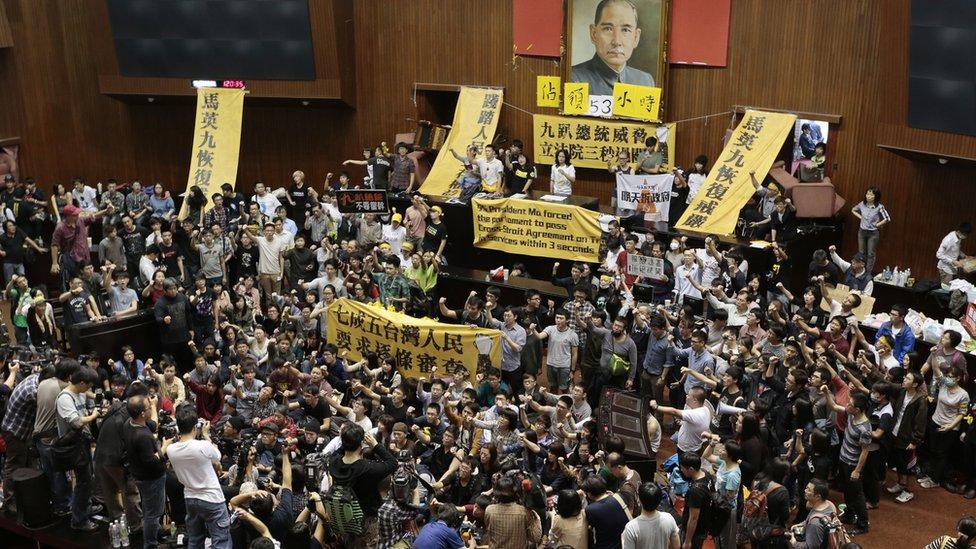 台灣「反服貿」抗議參與學生佔領立法院議場(19/3/2014)