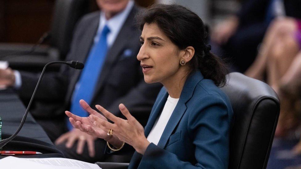 Lina Khan, jefa de la Comisión Federal de Comercio.