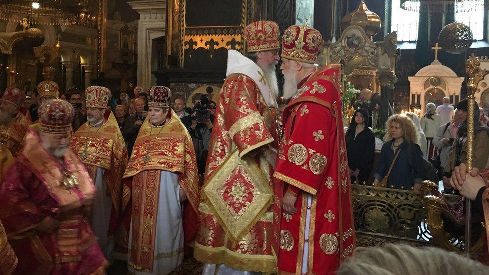 Філарет та архієпископ Сімферопольський і Кримський Климент під час служби