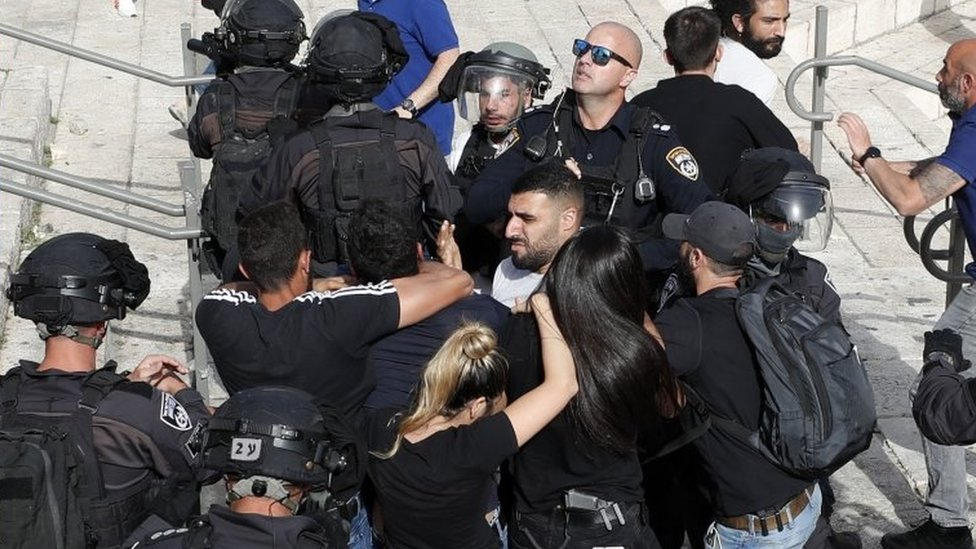 Беспорядки у мечети Аль-Акса в Иерусалиме: военные сообщают о ракетном обстреле Израиля