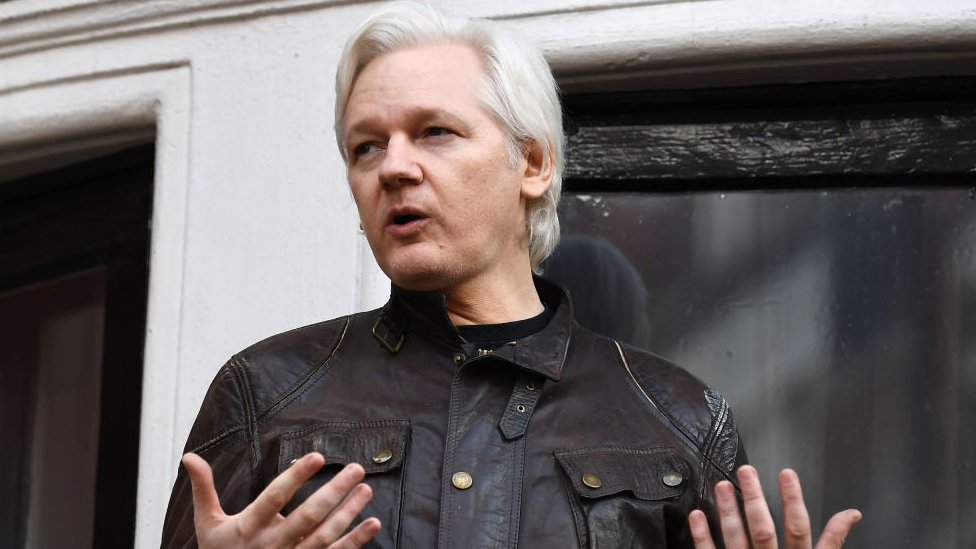 'Anti-Clinton' Wikileaks chat leaked