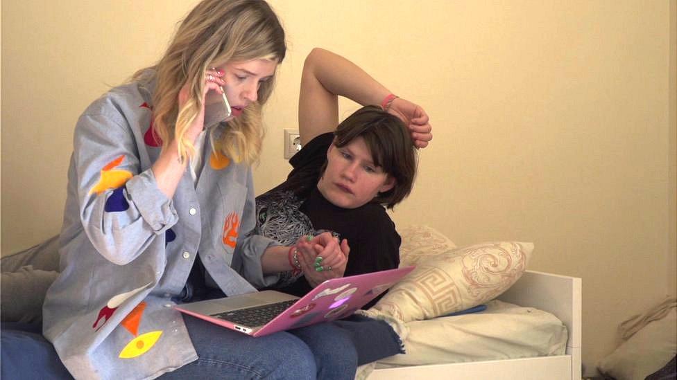 Nina and Arina at the computer