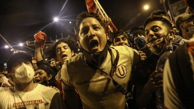 Celebración por la renuncia de Merino en Perú
