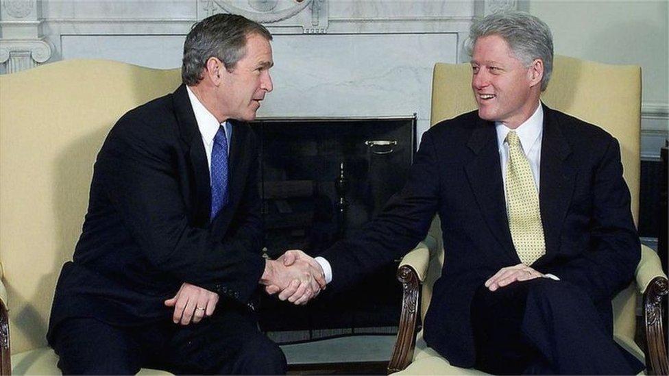 由克林頓到小布什的過渡交接工作因為佛羅里達的點票爭議而推遲(Credit: Getty Images)