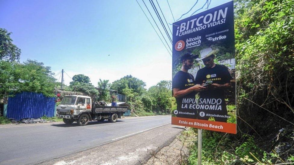 Cartel de bitcoin en El Salvador