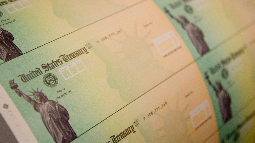 Cheques del departamento del Tesoro de Estados Unidos.