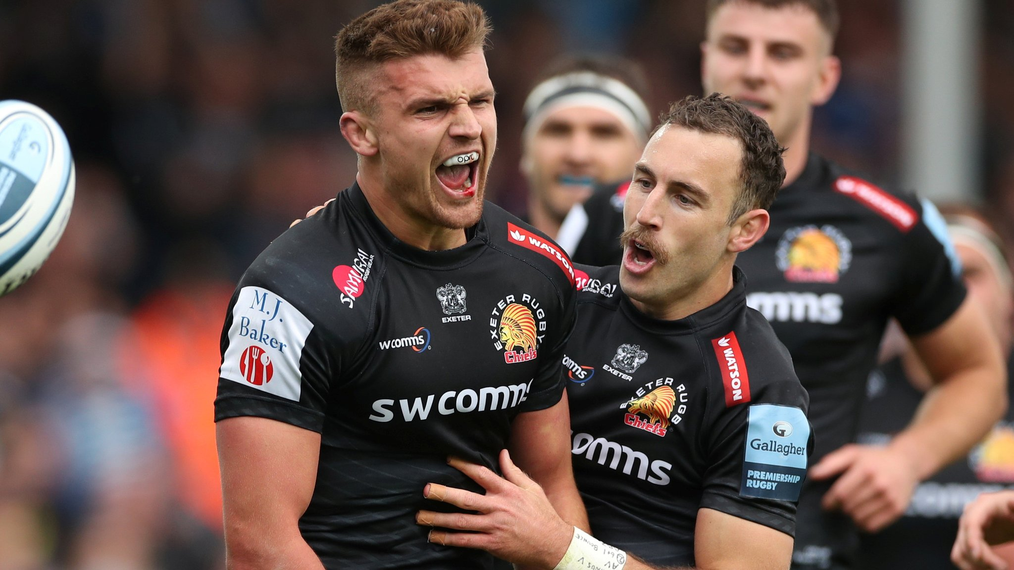 Premiership: Exeter Chiefs beat Northampton Saints 40-21 to finish top