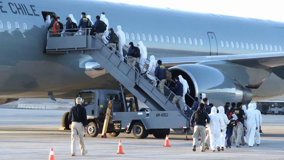Chile expulsa a migrantes