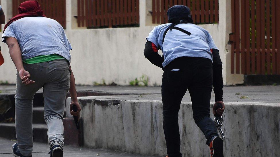 Simpatizantes de Daniel Ortega armados