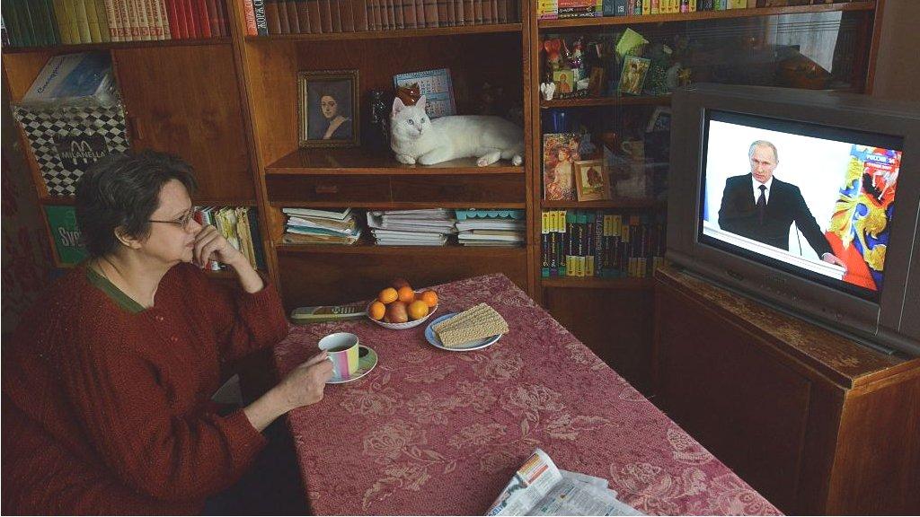 Половине россиян хватает лишь на еду и одежду: наглядные графики