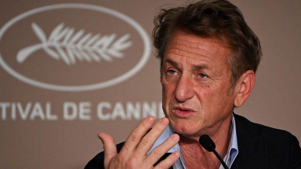 Aktör Sean Penn sadece A Bölgesi değil bütün yapım ekibi aşılanmadan sete dönmeyeceğini söylemişti
