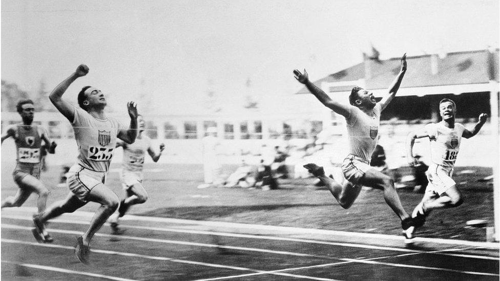 Una competencia de atletismo en Amberes 1920