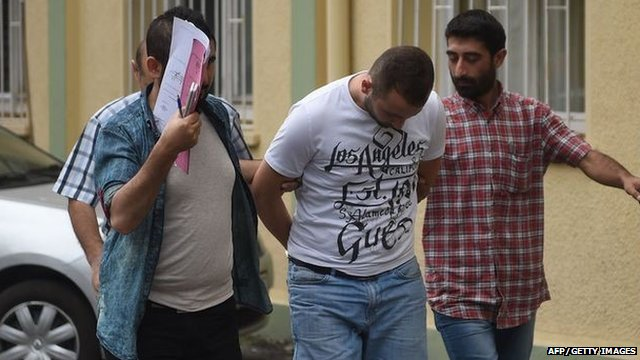 Raids on IS suspects took place in cities across Turkey early on Friday morning