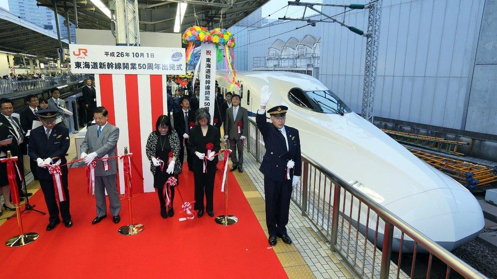 Ceremonia de 50 aniversario del tren bala Shinkansen, en Tokio, en 2014.