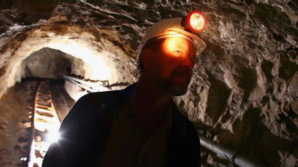 لماذا أصبح التنقيب عن الذهب أكثر صعوبة؟