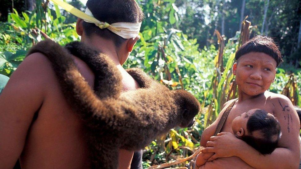 Pueblo indígena en 1996