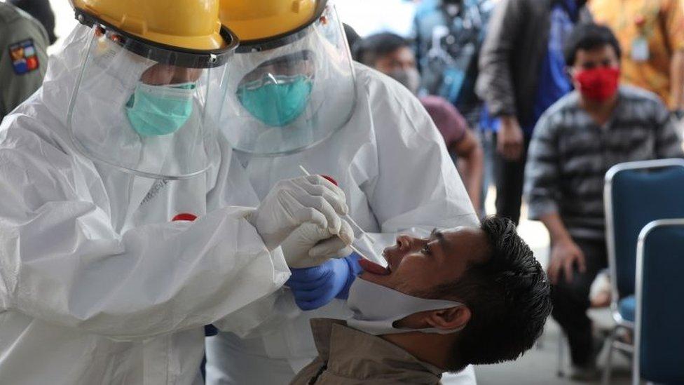 Pemeriksaan virus corona di Bogor.