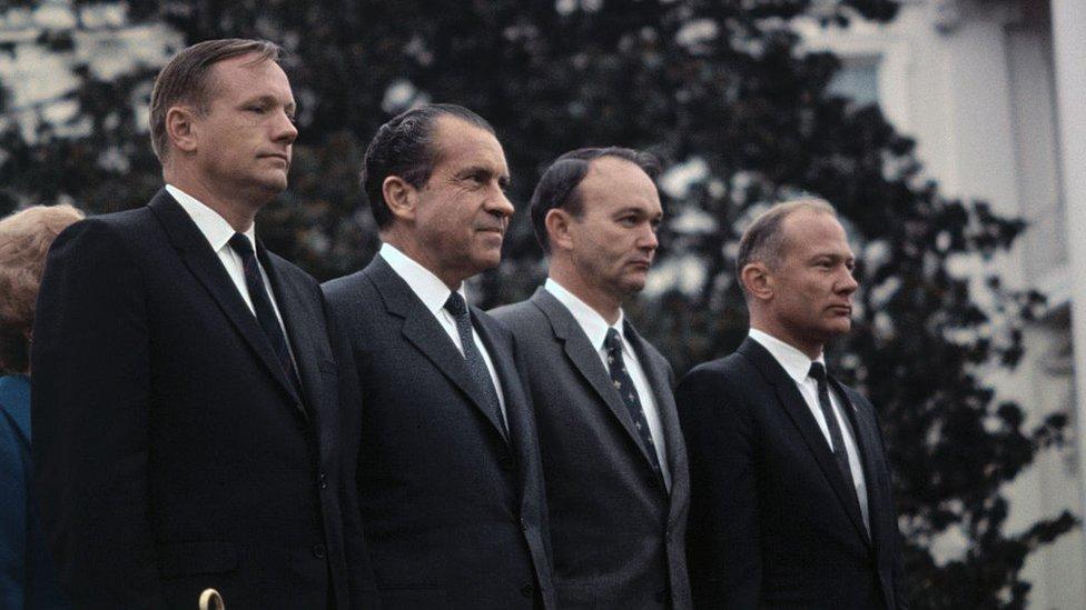"""De izquierda a derecha, Neil Armstrong, Richard Nixon, Michael Collins y """"Buzz"""" Aldrin."""