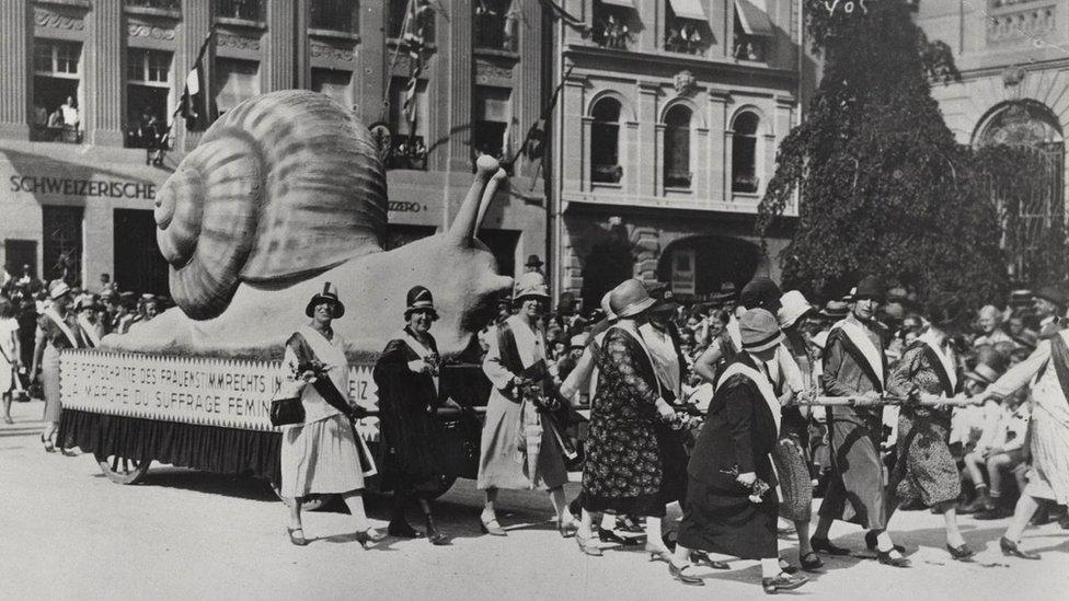 İsviçreli kadınların eylemi.